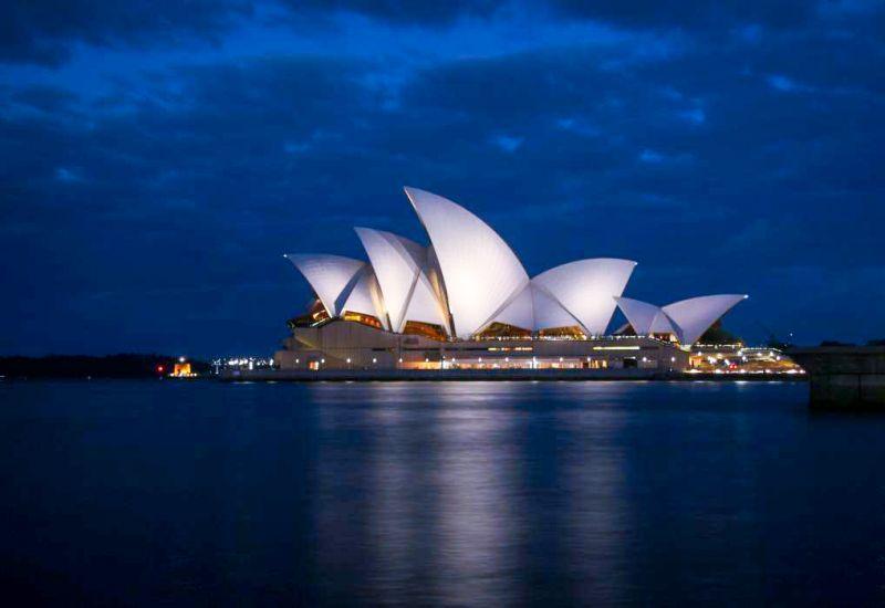 Sydney – gamach Opery po zachodzie słońca