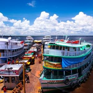 Amazonia – statki pasażerskie u nabrzeża w Manaus